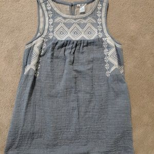Sleeveless chambray dress with embroidery.